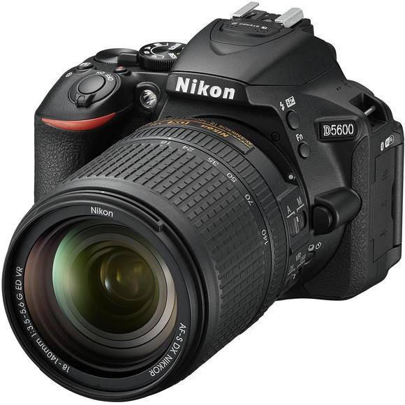 Nikon D5600 + 18-140 mm f/3,5-5,6G ED VR  - 1
